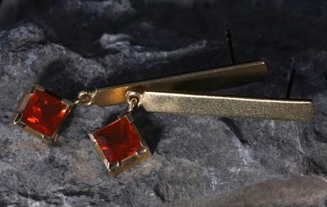 Ohrringe in Gold mit Stein