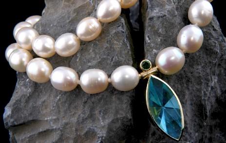 Perlenkette mit Stein