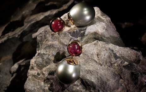 Ohrringe mit grauen Perlen