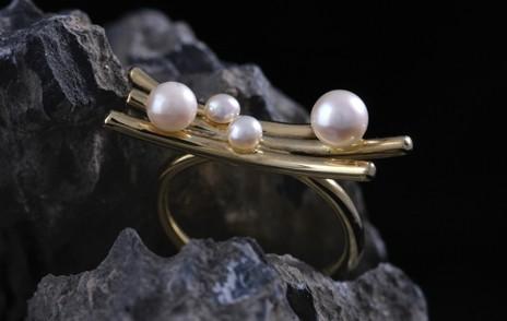 Ring, gold mit Perlen