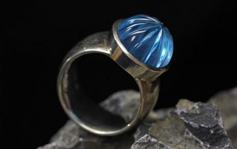 Ring mit blauen Stein