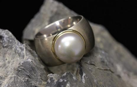 Ring mit Perle